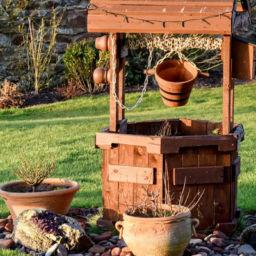 studnia w ogrodzie